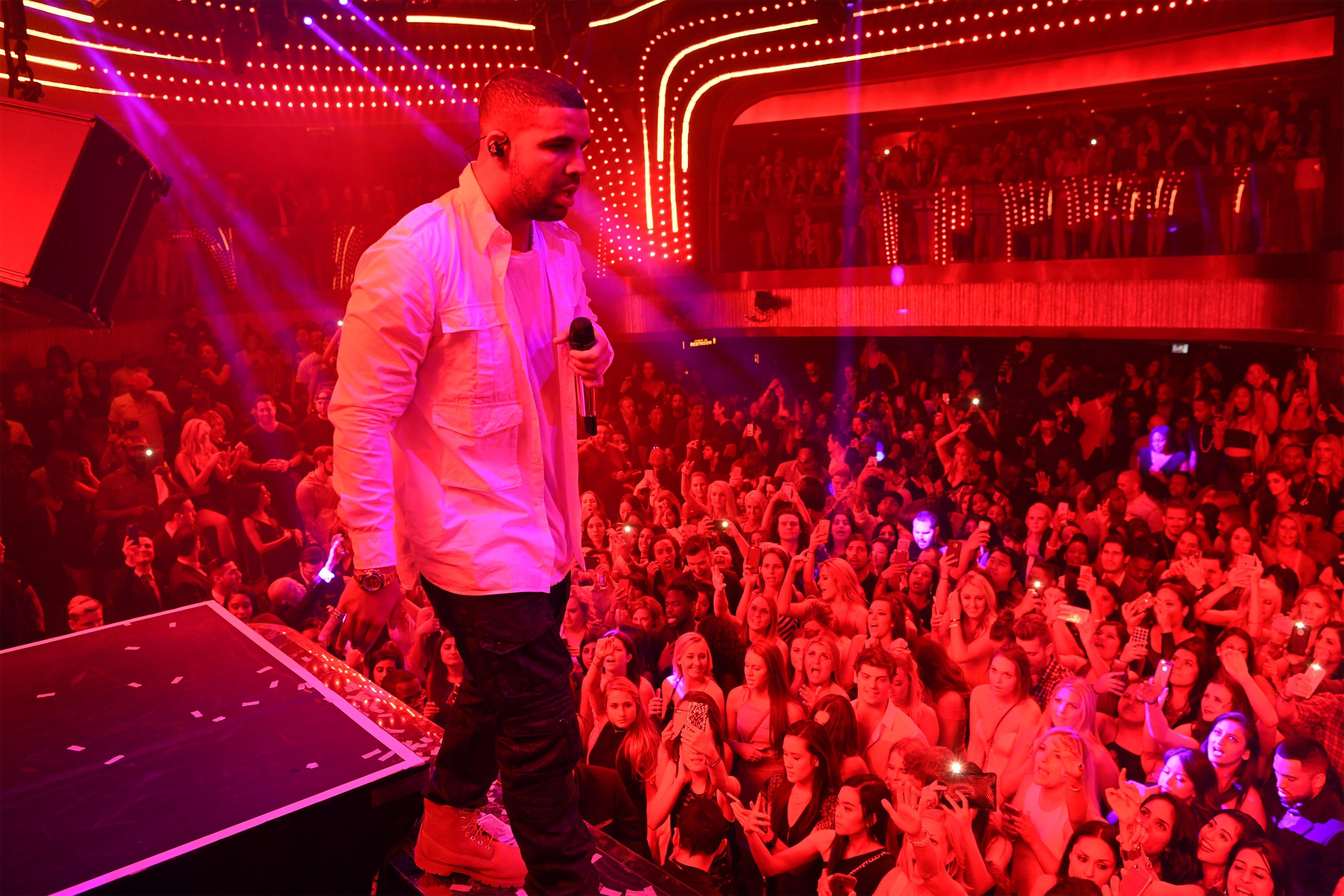 Drake-Performance-2